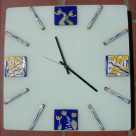 Square clock in vitreous enamel