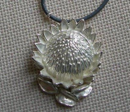 Pendant king protea silver