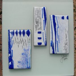 Blue triple panel in vitreous enamel