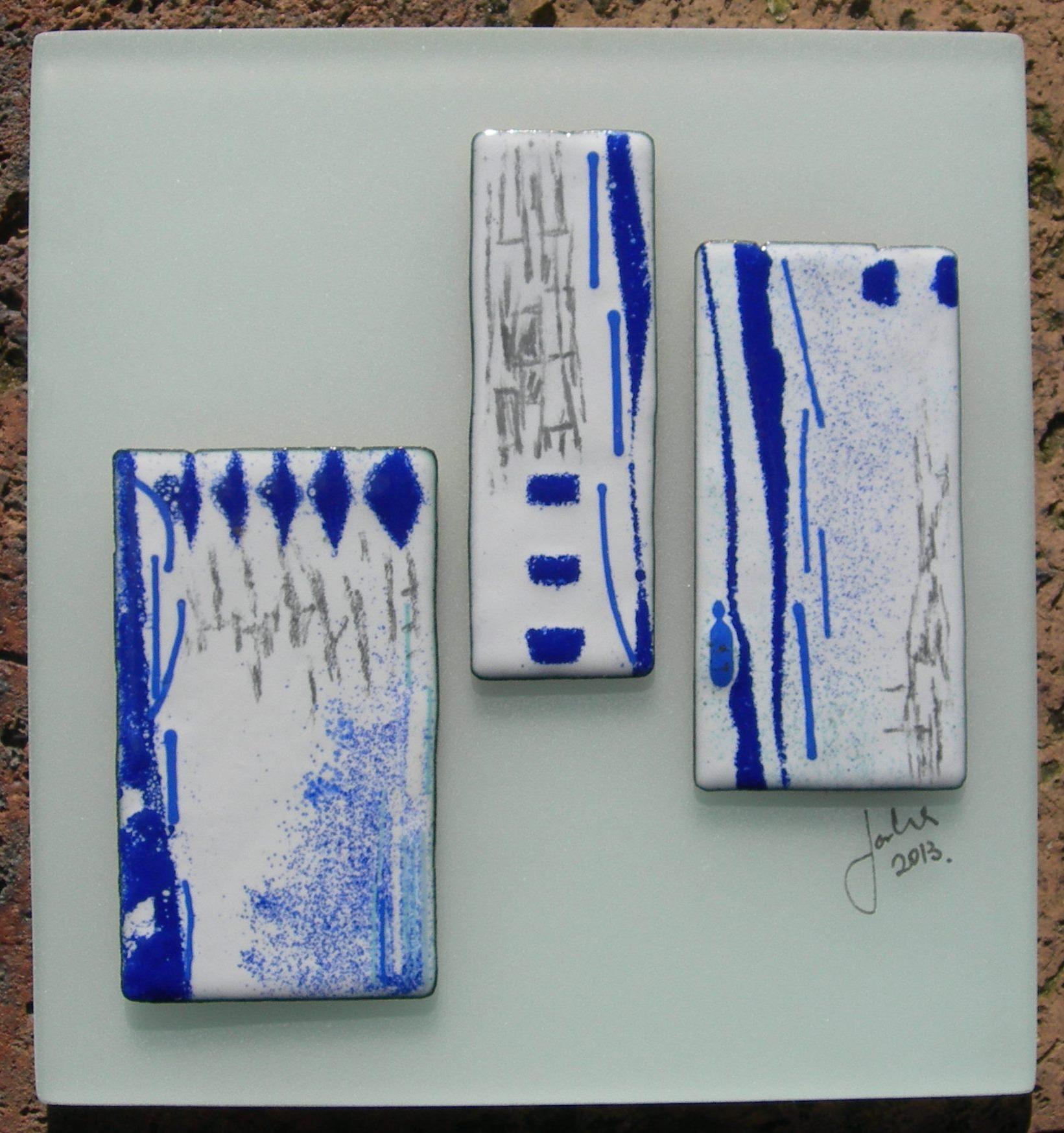 Blue triple panel in vitreous enamel