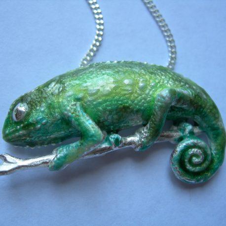Chameleon pendant in sterling silver bosse ronde vitreous enamel