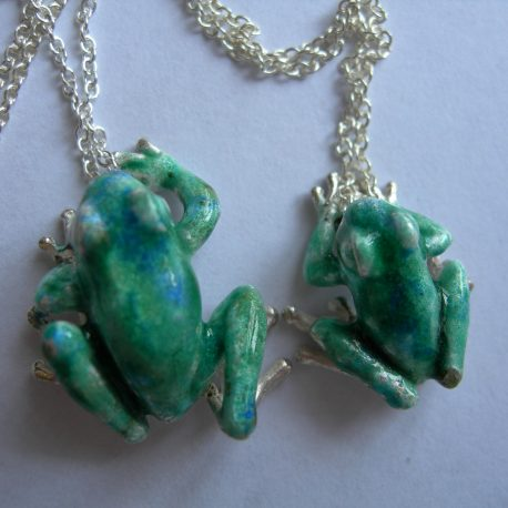 Frog  pendant medium in sterling silver & bosse-ronde vitreous enamel
