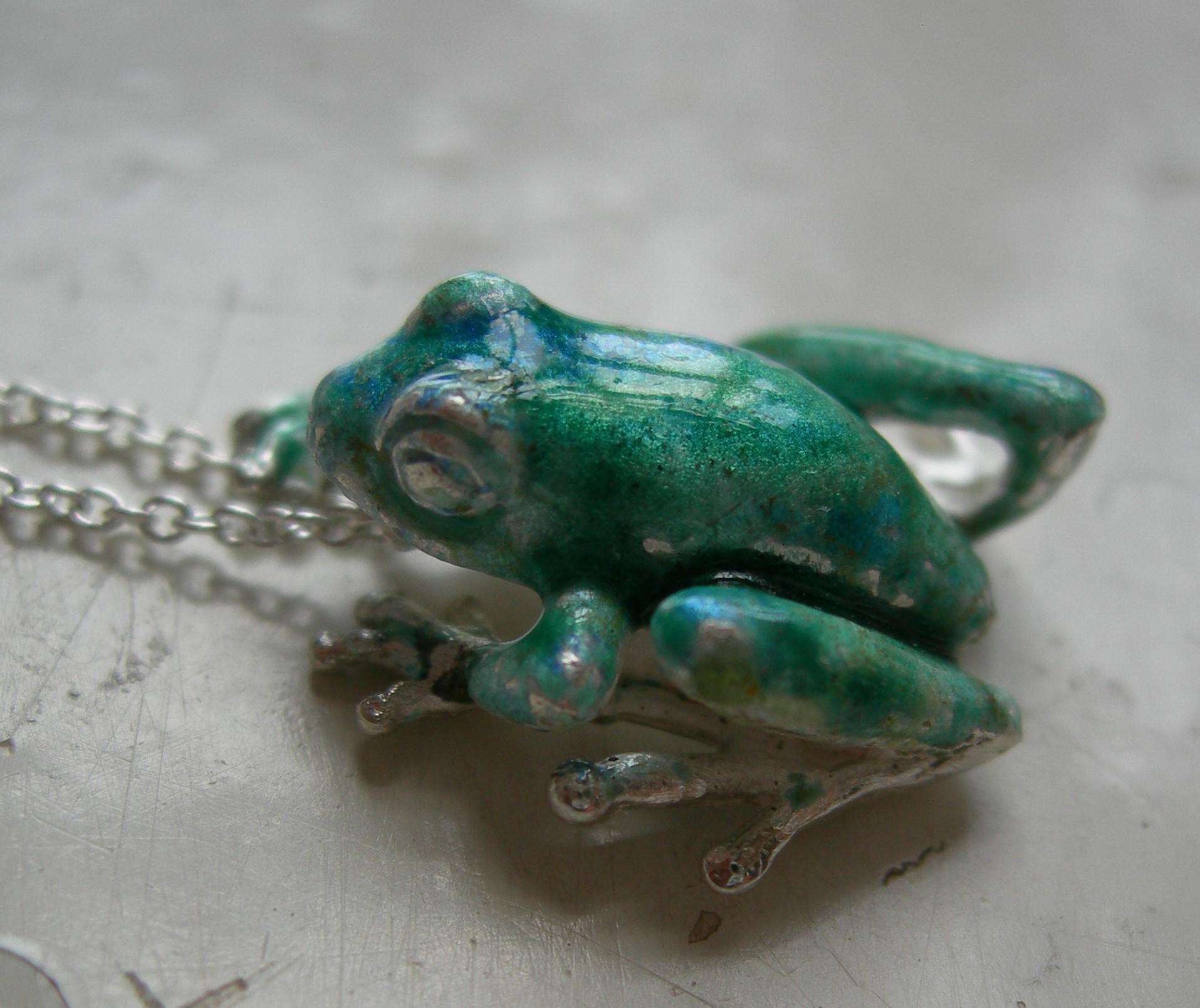 Frog pendant small in sterling silver & vitreous enamel
