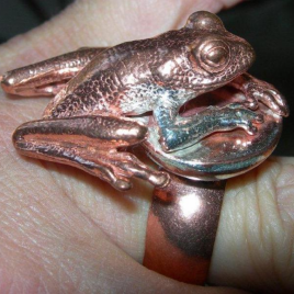 Frog (large) ring in bronze