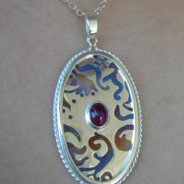 Pendant in sterling silver with cabochon tourmaline