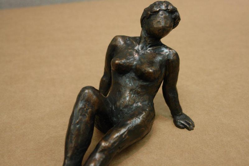 Nude woman 25-55