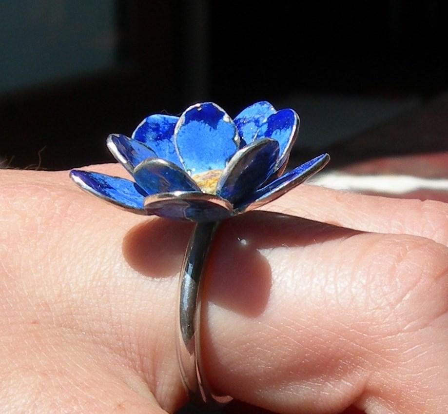 Cornflower blue ring in sterling silver