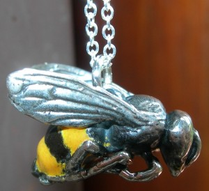 Bee pendant in sterling silver bosse ronde vitreous enamel (2) - Copy