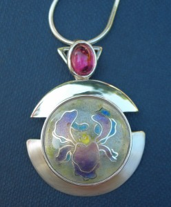 Pendant in sterling silver 925 cloisonné vitreous enamel with cabochon pink tourmaline and silver snake chain